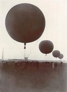 Balloons Over Tempelhof, Berlin, 1925 via http://fffertileminds.blogspot.com