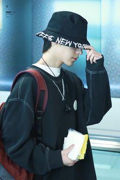 Winwin, Punk Disney Princesses, Airport Style, Airport Fashion, Kpop Fashion, Fandom, Entertainment, Jaehyun, Nct Dream