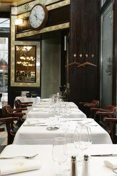 Die französische Brasserie Lipp aus Paris mitten in Zürich Seafood Place, Zurich, Oversized Mirror, Rive Gauche, Furniture, Home Decor, Fall, Oysters, Homemade Home Decor