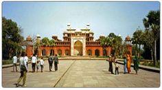 North India forts and palaces tour package. Visit Rajasthan forts and palaces in jaipur, mandawa, bikaner, jaisalmer, mount abu, Udaipur during Rajasthan trip.