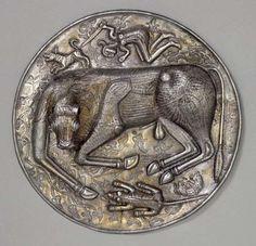 Tyrefigurer fra oldtiden. Tyren havde stor betydning i jernalderens symbolske verden. På Gundestrup-kedlens bundplade ses en gengivelse en nedlagt tyr.