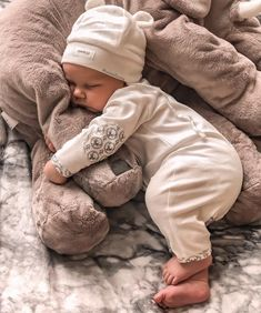 ♡ Kids & Baby Inspiration♡ on We Heart It Cute Little Baby, Little Babies, Baby Kids, Baby Baby, Cute Baby Photos, Baby Pictures, Foto Baby, Cute Baby Clothes, Funny Clothes