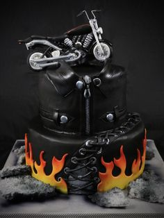 Outstanding Harley davidson motorcycles photos are offered on our web pages. look at this and you wont be sorry you did. Torta Harley Davidson, Harley Davidson Photos, Harley Davidson Birthday, Motorcycle Birthday Cakes, Biker Birthday, Motorcycle Cake, Creative Birthday Cakes, Creative Cakes, Happy Birthday Harley