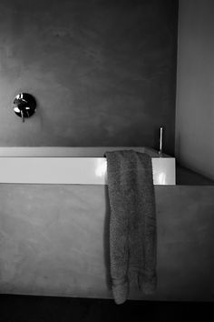 Minimalist bathroom by Nordiczen