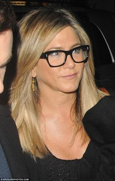 Jennifer Aniston rocks thigh-skimming mini while leaving The One Show in London Jennifer Aniston Glasses, Estilo Jennifer Aniston, Jennifer Aniston Style, Jenifer Aniston, Celebrity Style Dresses, Hairstyles With Glasses, Hollywood Celebrities, Hair Beauty, Celebs