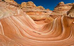 Cânion de Paria, Estados Unidos. O Rio Paria, no norte do Estado americano do Arizona, talhou sua própria versão reduzida do Grand Canyon. O Cânion de Paria tem formações geológicas surpreendentes como A Onda, com pedras onduladas e diferentes tons de vermelho Foto: Getty Images