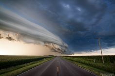 Sweet storm that rolled through Nebraska on August 7th. All images copyright 2011 Ryan McGinnis. Imgur