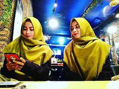Terkadang diri kita sendiri perlu dikepoin 😀 @warunkmasakini.parepare #hijabers #hijab #viral #selebgram #sulsel #indonesia #parepare #kuning #warunkmasakiniparepare Reposted Via @ainunfadillahh