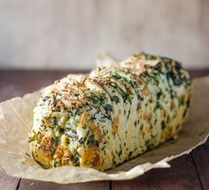 GARLIC HERB AND CHEESE BREAD plain tablespoon dried yeast tablespoon tablespoon teaspoon bread water at room tablespoon olive garlic clove, cup chopped continental cup chopped cup chopped rosemary tablespoon Grated Philly and Tasty cheeseRead Herb And Cheese Bread Recipe, Garlic Cheese Bread, Herb Bread, A Food, Good Food, Food And Drink, Yummy Food, Side Dish Recipes, Bread Recipes