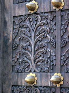 Zanzibar Doors / Symmetrical vine design