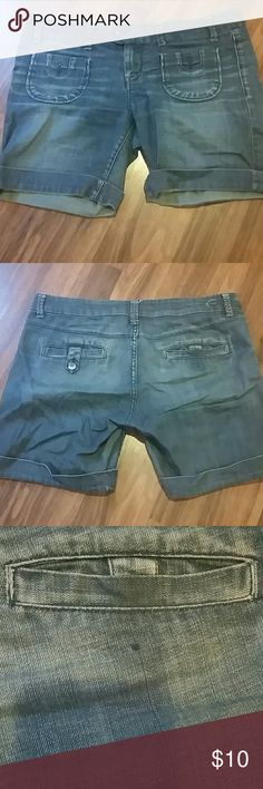 American Eagle bermudas These are in really good condition. Biggest flaw is a missing button as pictured. American Eagle Outfitters Shorts Bermudas