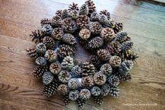 DIY pinecone wreath keep it natural.