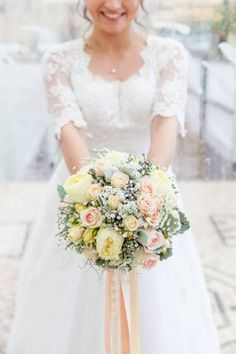 50 ramos de noiva 2017 nos quais se deve inspirar para o seu casamento. Dê cor ao seu look com as melhores flores! Image: 1