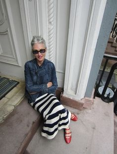 look at the door way, look at the GREAT stripped skirt (love), look at the red shoes! linda rodin