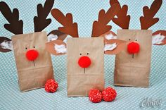 Easy Reindeer gift bags with printable pattern and Rudolph nose rice puff ball recipe.