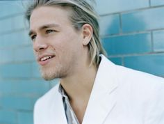 Charlie Hunnam aka Jax Teller (Sons of Anarchy) oh ya, for my home :D Charlie Hunnam, Romance, Newcastle, Raining Men, Sons Of Anarchy, Christian Grey, Height And Weight, Celebs, Celebrities
