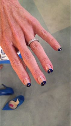 Kelly Ripa's blue and gold manicure from Valley Nails.