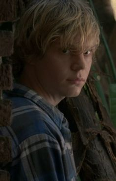 Evan Peters as Tate Langdon in American Horror Story. Evan Peters, Tate Ahs, American Horror Story 3, American Actors, Tate And Violet, The Villain, Celebrity Crush, Celebrity Style, Horror Stories