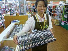 蒔絵で姫路城を描いた限定ボールペン-市内の文具店がデザイン(写真ニュース)