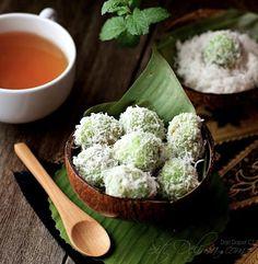 Indonesian Desserts, Indonesian Cuisine, Asian Desserts, Asian Recipes, Malaysian Cuisine, Malaysian Food, Malaysian Dessert, Kaya, Malay Food