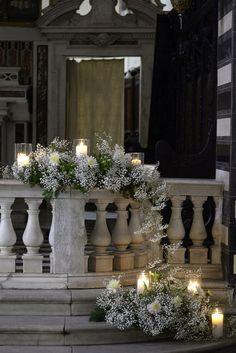 Un pequeño arreglo de flores y velas harán lucir la recepción de tu Boda Increíble