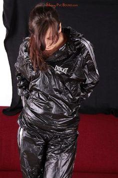 I love girls in sauna suits! I love wearing sauna suits!