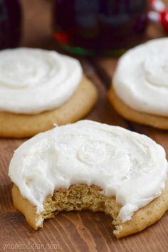 These Coca-Cola Cookies are perfectly soft with the most delicious Coca-Cola Frosting! Delicious Cookie Recipes, Baking Recipes, Dessert Recipes, Edible Cookies, Sugar Cookies, Cola Recipe, Pecan Pie Cake, Cookie Glaze, Cookies