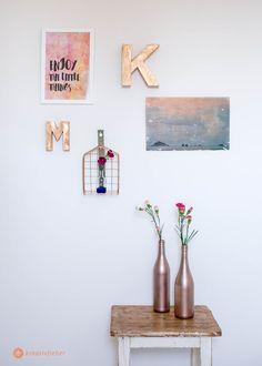 DIY Wanddeko mit Klebenägeln - Anleitung für Wasserfarben Kunst mit Sprüchen, Foto auf Holz und Metallic Buchstaben. Aufhängen ohne Bohren (mit Give Away für ein tesa Paket!)