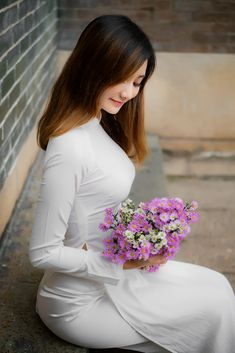 the white stripes Vietnamese Traditional Dress, Vietnamese Dress, Traditional Dresses, Vietnam Girl, Beautiful Asian Women, Ao Dai, White Girls, Girl Photos, Asian Woman