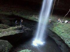 Satu lagi keindahan alam Minangkabau yang tersembunyi, terletak di Jorong Koto Tinggi, Kabupaten 50 Kota Sumatera Barat. Ini adalah Air terjun yang tidak diketahui ...