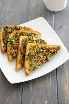 Spinach toast recipe – simple and easy to make breakfast toast. The mixture is made from boiled potatoes, chopped spinach and few spices.