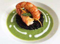 Incontro tra mare e terra Seafood Recipes, Cooking Recipes, Healthy Recipes, Black Food, Slow Food, Creative Food, Food Presentation, Food Design, Food Plating