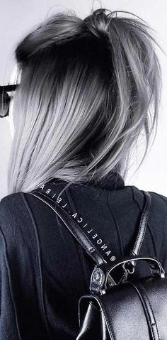 28 Amazing Gray Ombré Inspirations - Hair Colour Trends for 2019 Gray Ombré Silver graphite steel mother-of-pearl a tint of asphalt . All possible variations on the theme of gray are the main trend in colorin. Winter Hairstyles, Cool Hairstyles, White Blonde Bob, Best Hair Dye, Amazing Grays, Grey Wig, Ombre Hair Color, Ombre Style, Gray Ombre