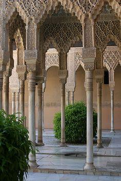 Alhambra de Granada, España. Arquitectura morisca. (1333–1353)