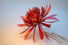 簪作家榮 2012月下美人簪「赤い月-Red Moon-」 Japanese hair accessory -  Queen of the Night Kanzashi - by Sakae, Japan   http://www.facebook.com/KanzashiSakae.fanfan
