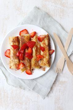 Wentelteefjes rollet met aardbeien | simoneskitchen.nl Midnight Snacks, Breakfast In Bed, Lunch Snacks, High Tea, Kids Meals, Baking Recipes, Sweet Recipes, Delicious Desserts, Nutella