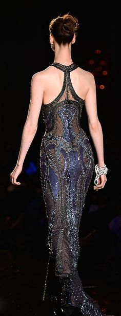 ONE look on this shimmering grey-ish black gown and you can tell that it is a VERSACE product, a brand like no other, edgy, sexy, fashion forward and all that jazz.