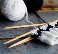 Siksak-tumput syntyvät sukkelaan! Neulo itselle ja ystävälle | Kodin Kuvalehti Joko, Bobby Pins, Hair Accessories, Knitting, Tricot, Breien, Hairpin, Hair Accessory, Stricken