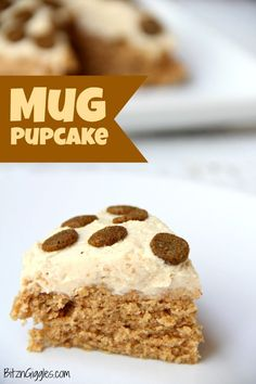 dog cake Microwave Mug Pupcake - a quick, microwaveable dog treat! This cake bakes in 90 seconds and is topped with a simple two-ingredient frosting! Dog Cake Recipes, Dog Treat Recipes, Dog Food Recipes, Easy Dog Cake Recipe, Puppy Cupcakes, Puppy Cake, Diy Dog Treats, Homemade Dog Treats, Birthday Treats For Dogs