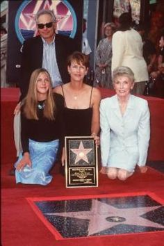 Front, L-R: Daughter Annie, Jamie Lee Curtis, Janet Leigh.  Rear: Christopher Guest