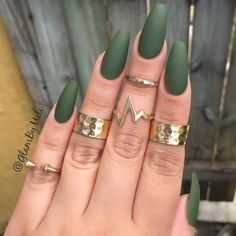 Love this matte emerald green look