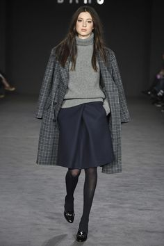 The complete Daks Fall 2017 Ready-to-Wear fashion show now on Vogue Runway. Fashion Mode, Moda Fashion, Fashion 2017, Fashion Show, Fashion Outfits, Womens Fashion, Fashion Trends, Fashion Advice, London Fashion