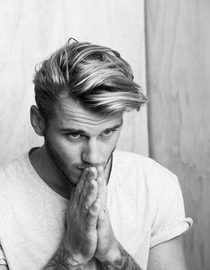 Try to look for the modern hairstyle for men and hair dye idea in the same time? If you want to have the modern look of your hairstyle, you can choose to dye your hair. So, what color that you can choose for the modern look of your hair? Mens Modern Hairstyles, 2015 Hairstyles, Men's Haircuts, Popular Hairstyles, Trendy Haircuts, Modern Haircuts, Mens Hairstyles Quiff, Mens Straight Hairstyles, Mens Mid Length Hairstyles
