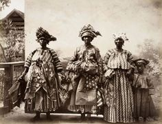 Lambs Breath • Women and child wearing kotomisi. Suriname