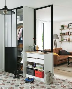 Lot of 2 sliding cupboard doors Atelier – All the advice and the latest DIY, decoration and garden trends are at Castorama. Sliding Cupboard, Cupboard Doors, Dressing Room Design, Sliding Wardrobe Doors, Parents Room, Colorful Interior Design, Ikea Lack, Home Decor Trends, Small Spaces