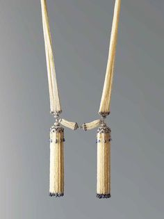 Chaumet Bayadère platinum necklace from 1920 featuring diamonds, sapphires and seed pearls. Chaumet Collection, Paris.