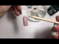 Как закрепить стразы на гель-лак, чтобы они держались на протяжении всей носки - YouTube
