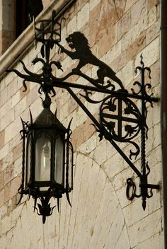 Assisi, Piazza del Comune, Laterne am Palazzo dei Priori (latern at the Palace of the Priors) Little Paris, Kerosene Lamp, Beautiful Streets, Iron Work, Street Lamp, Street Signs, Shop Signs, Architecture Details, Metal Art