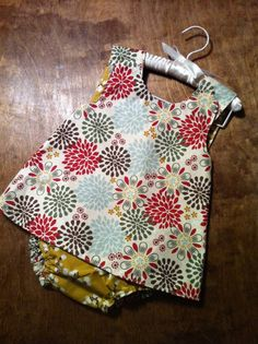 tweaked reversible cross-back pinafore with links to tutorials & patterns