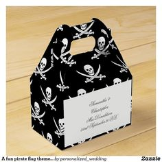 A fun pirate flag themed wedding favor box Funny Wedding Favors, Popcorn Wedding Favors, Rustic Wedding Favors, Wedding Favor Boxes, Wedding Humor, Wedding Sets, Personalized Gift Tags, Personalized Wedding, Pirate Party Invitations